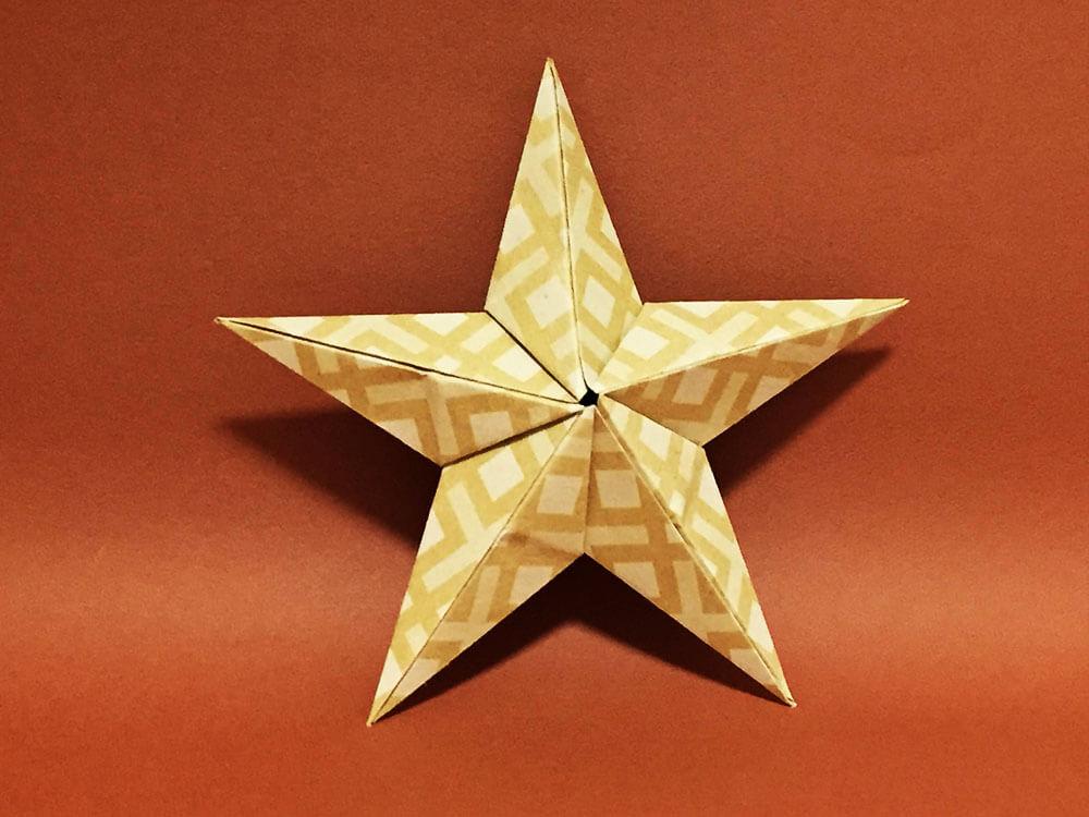 折り紙で折った立体の星