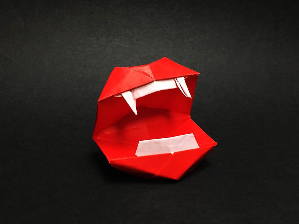 折り紙で折ったドラキュラの口