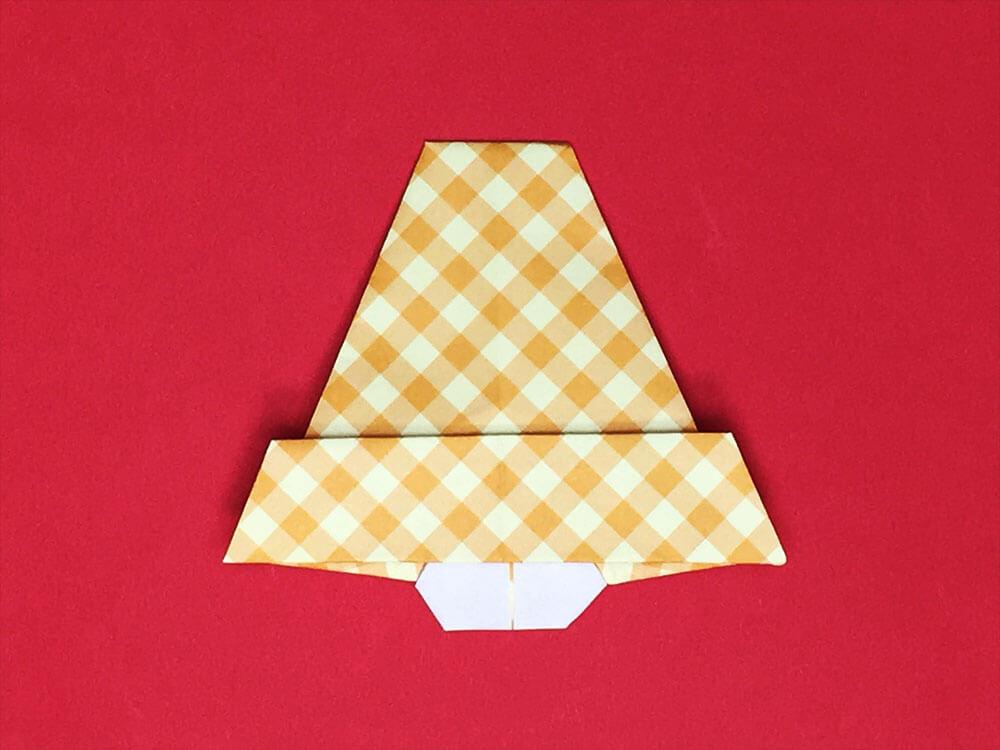 折り紙で折ったベル