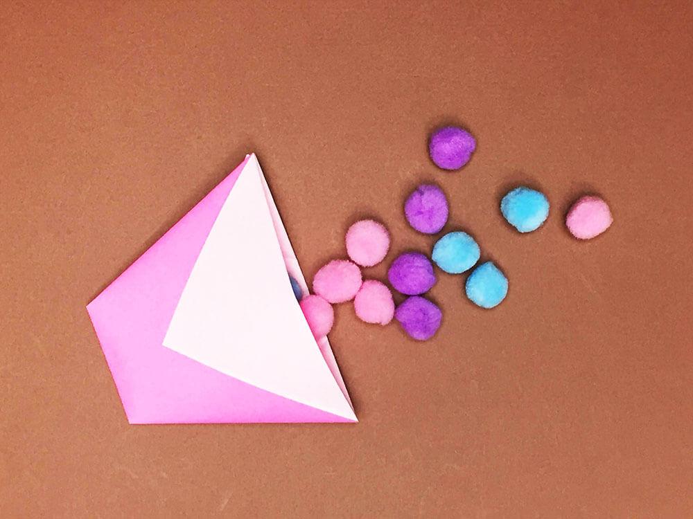 折り紙で折ったコップ