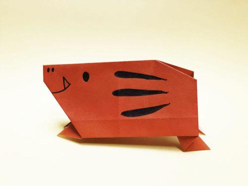 折り紙で折ったイノシシ