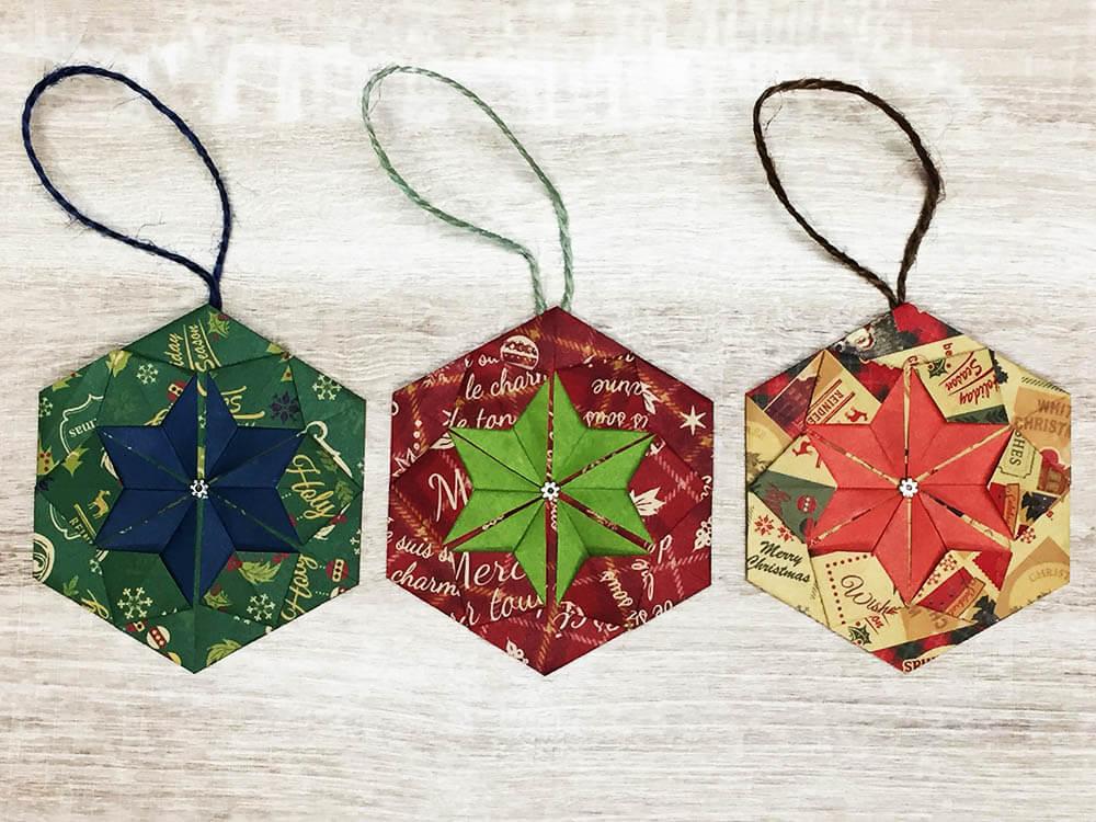 折り紙で折ったクリスマス飾り