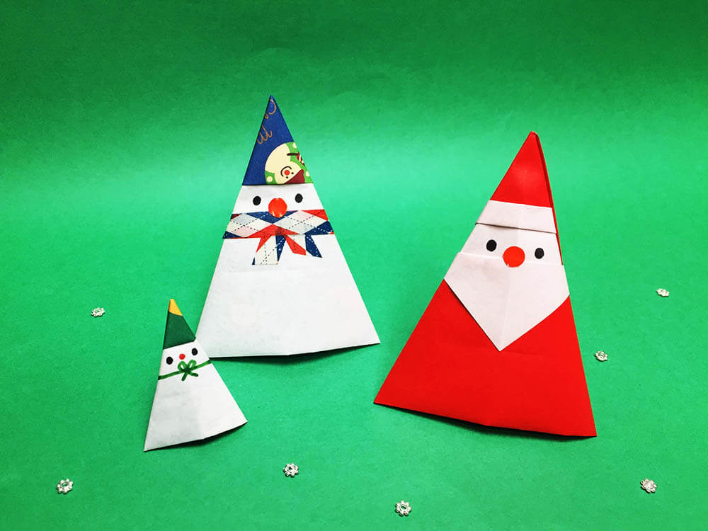 折り紙で折った雪だるまとサンタ
