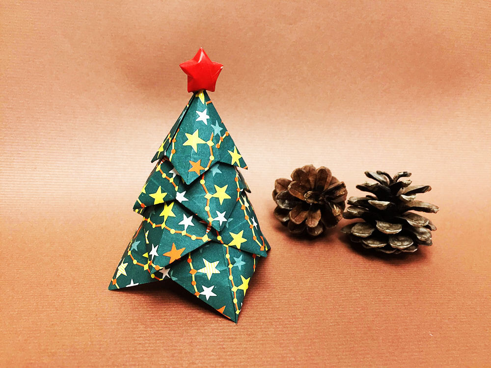 折り紙で折ったクリスマスツリー