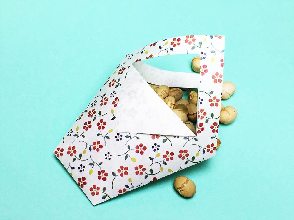 折り紙で折った花かご