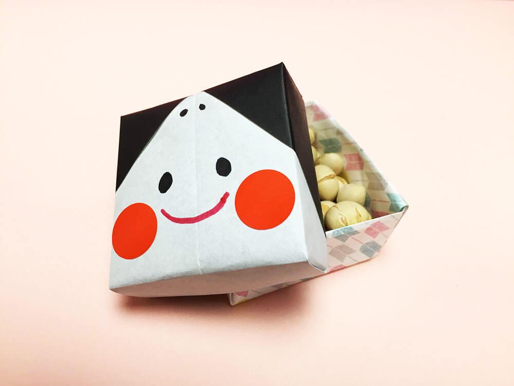 折り紙で折ったお多福の豆入れ箱