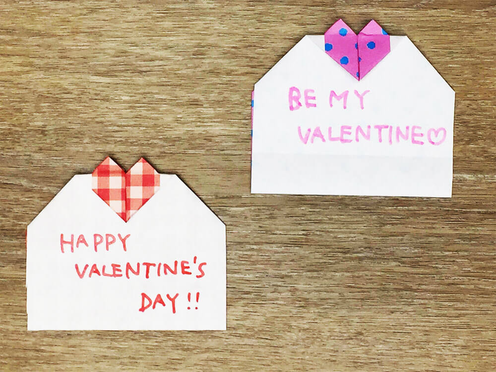 折り紙で折ったハートのメッセージカード