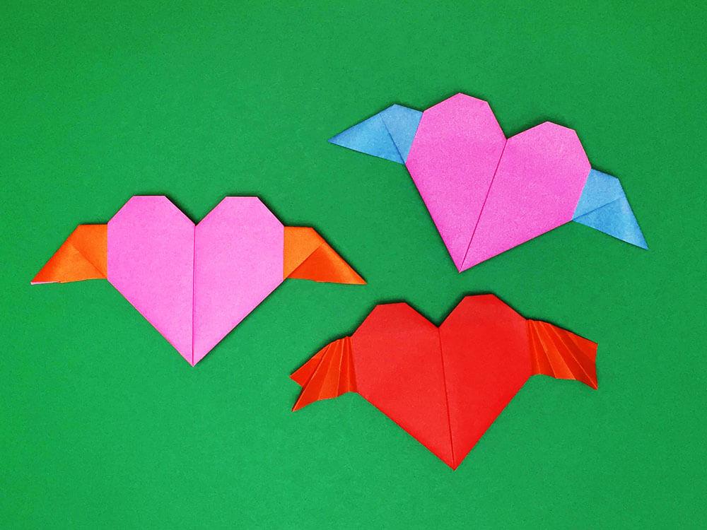 折り紙で折った羽根つきのハート