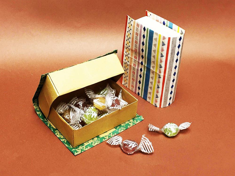 折り紙で折った本型ギフトボックス