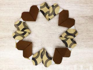 折り紙で折ったハートのリース