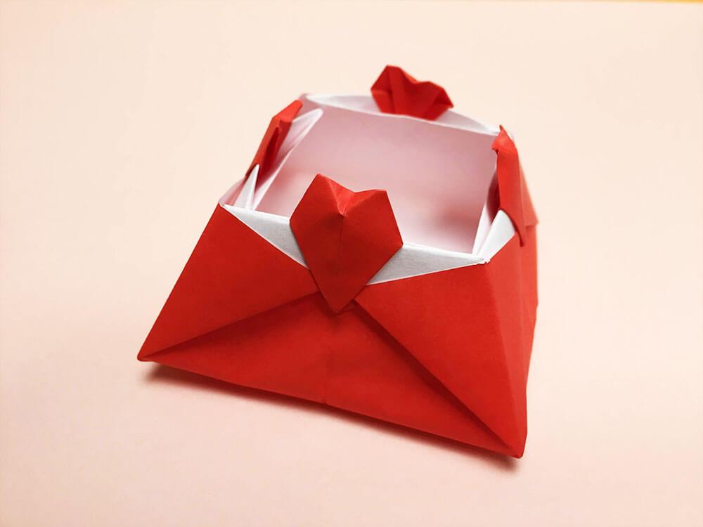 折り紙で折ったハートの箱