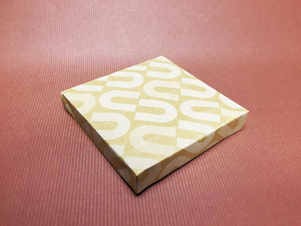 折り紙で折ったひな台