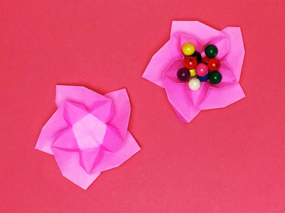 折り紙で折った桃の花の皿
