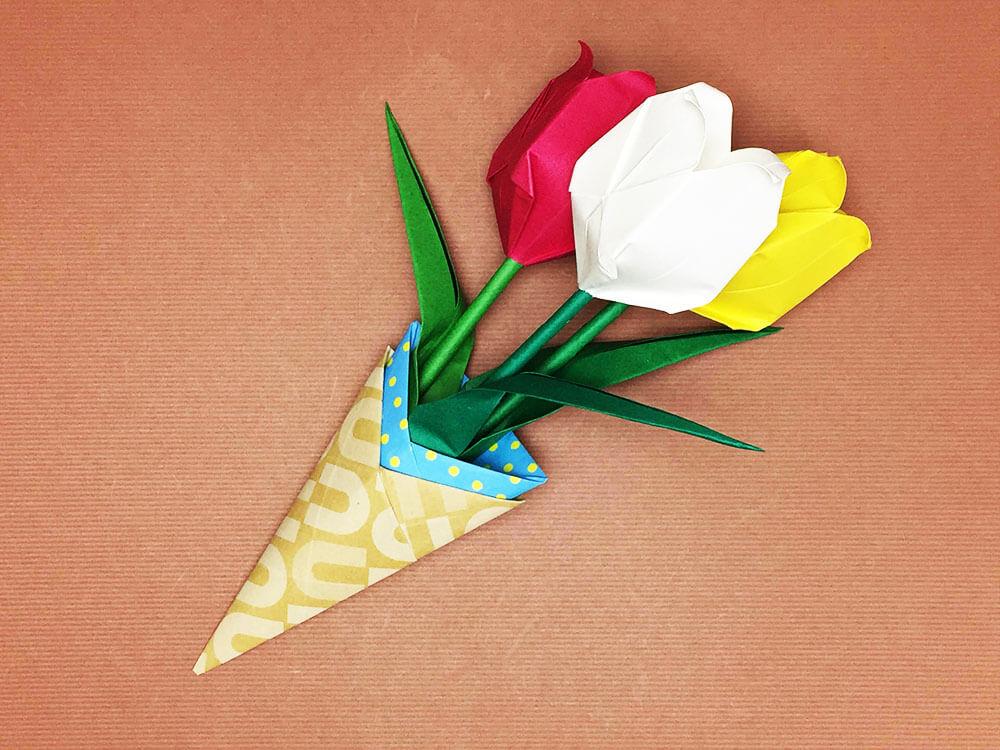 折り紙で折ったチューリップの花束