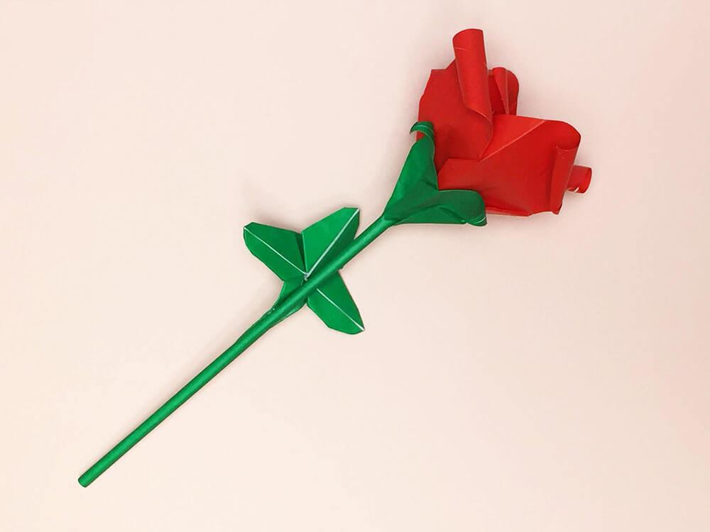 折り紙で折ったバラ