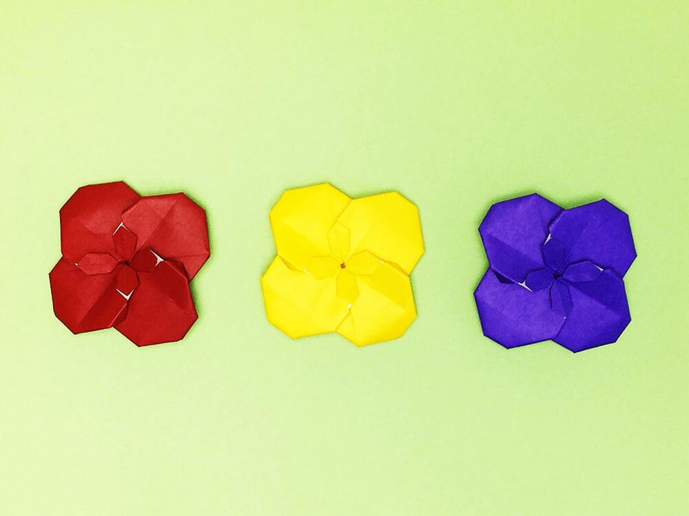 折り紙で折ったセントポーリア