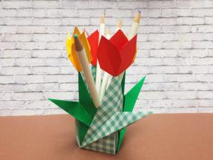 折り紙で折ったチューリップの鉛筆立て