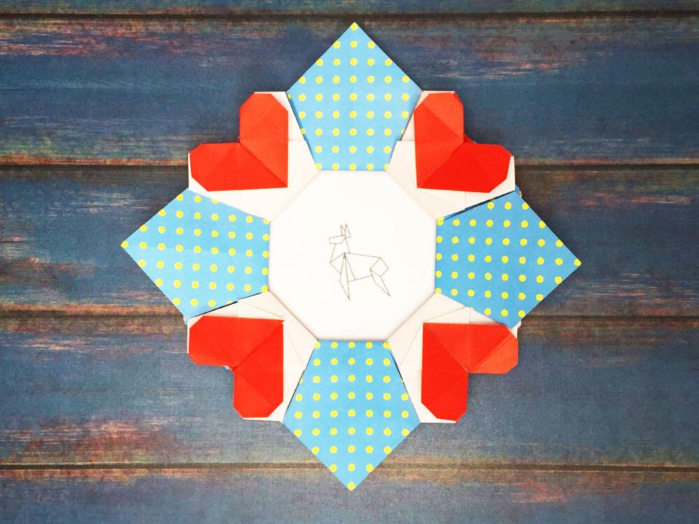折り紙で折ったハートのフォトフレーム