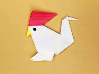折り紙で折ったにわとり