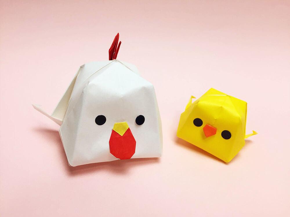 折り紙で折ったにわとりとひよこ