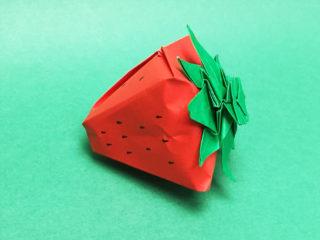 折り紙で折ったいちご