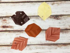 折り紙で折った落ち葉
