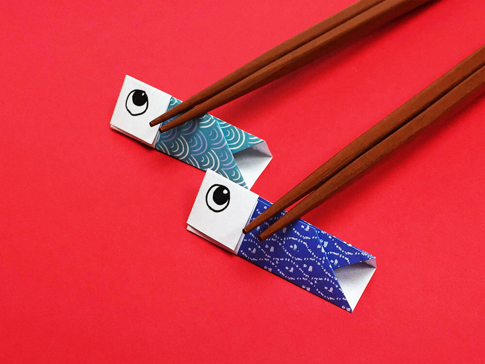 折り紙で折ったこいのぼりの箸置き