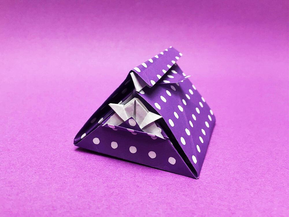 折り紙で折ったかぶとの袋