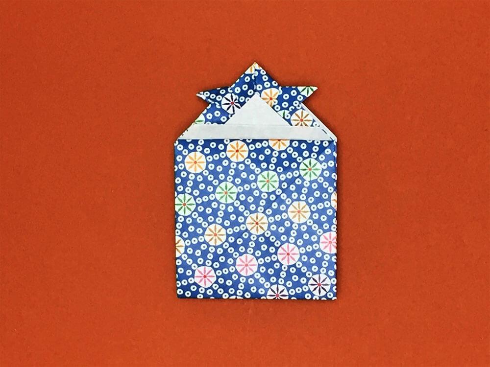折り紙で折ったかぶとのポチ袋