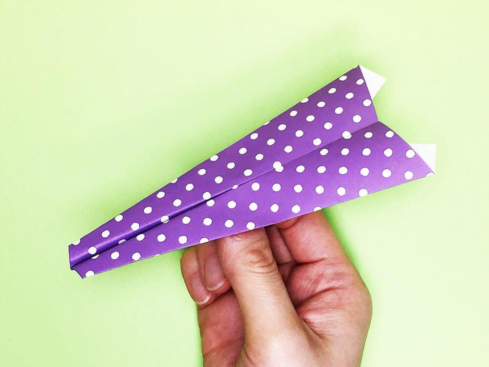 折り紙で折った紙飛行機