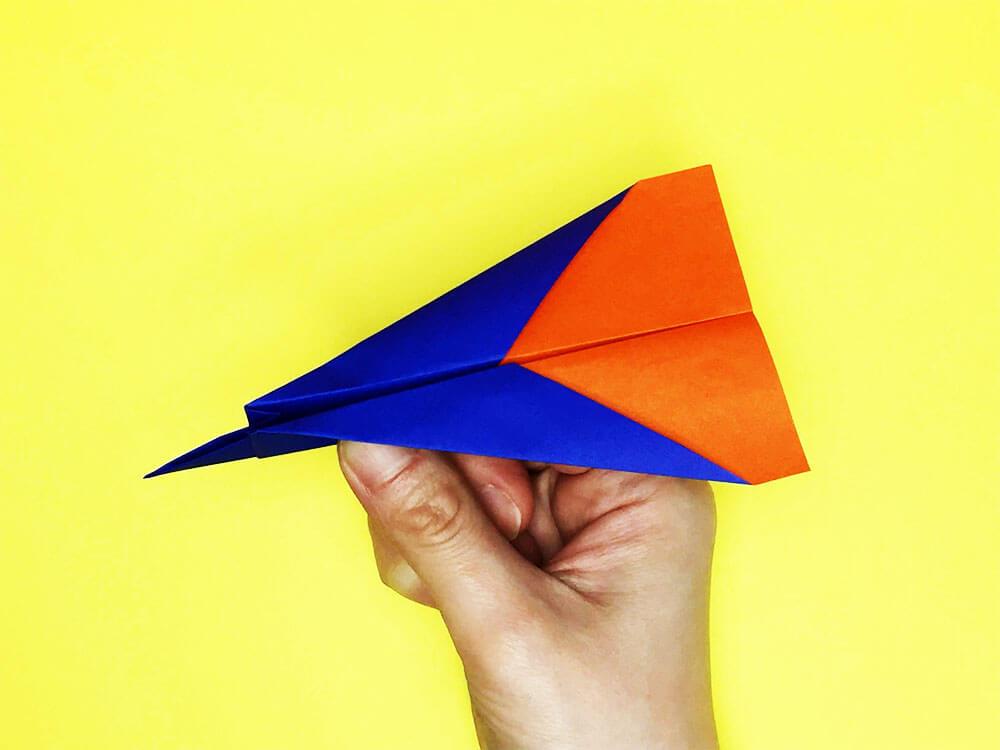 折り紙で折ったジェット機