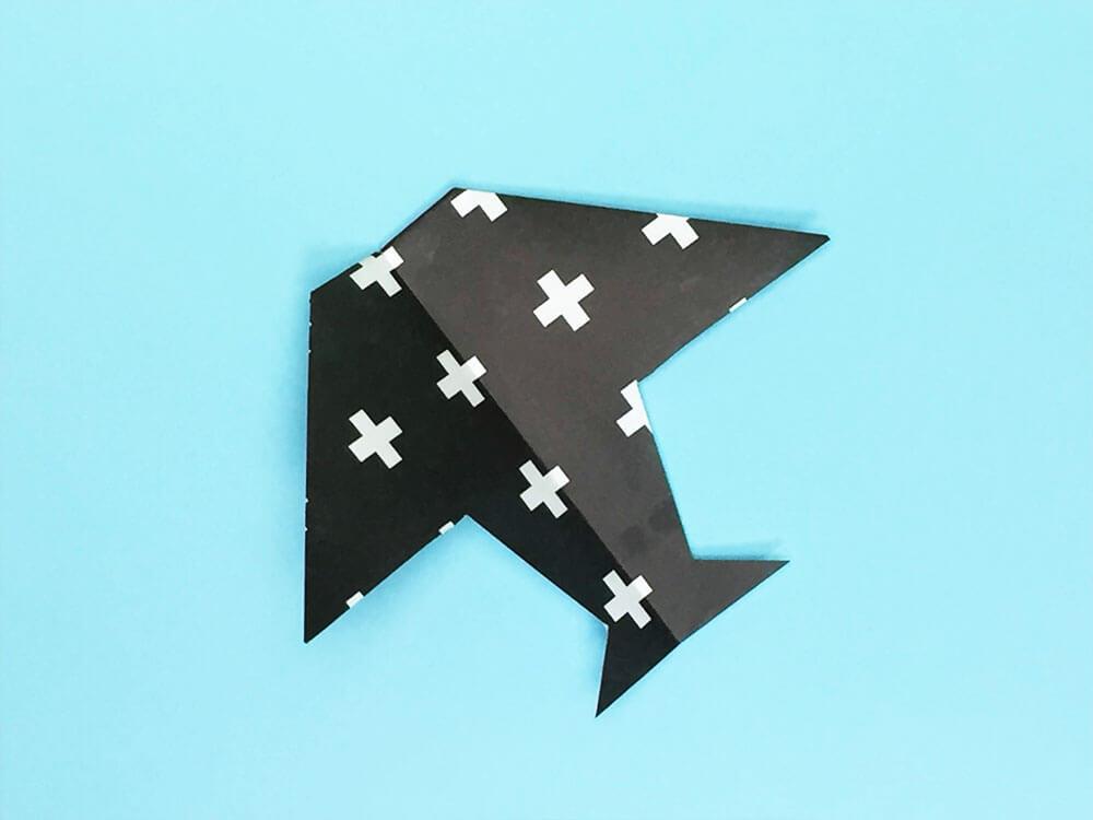 折り紙で折ったつばくろ飛行機