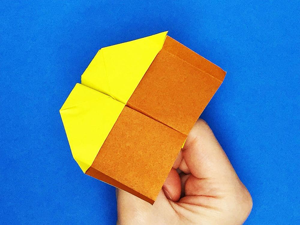 折り紙で折ったのしいか飛行機