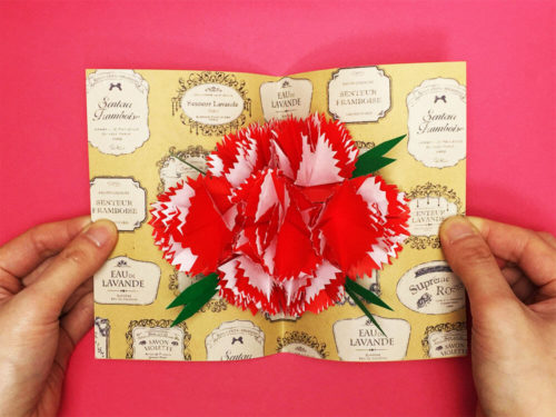 折り紙で折ったカーネーションのポップアップカード