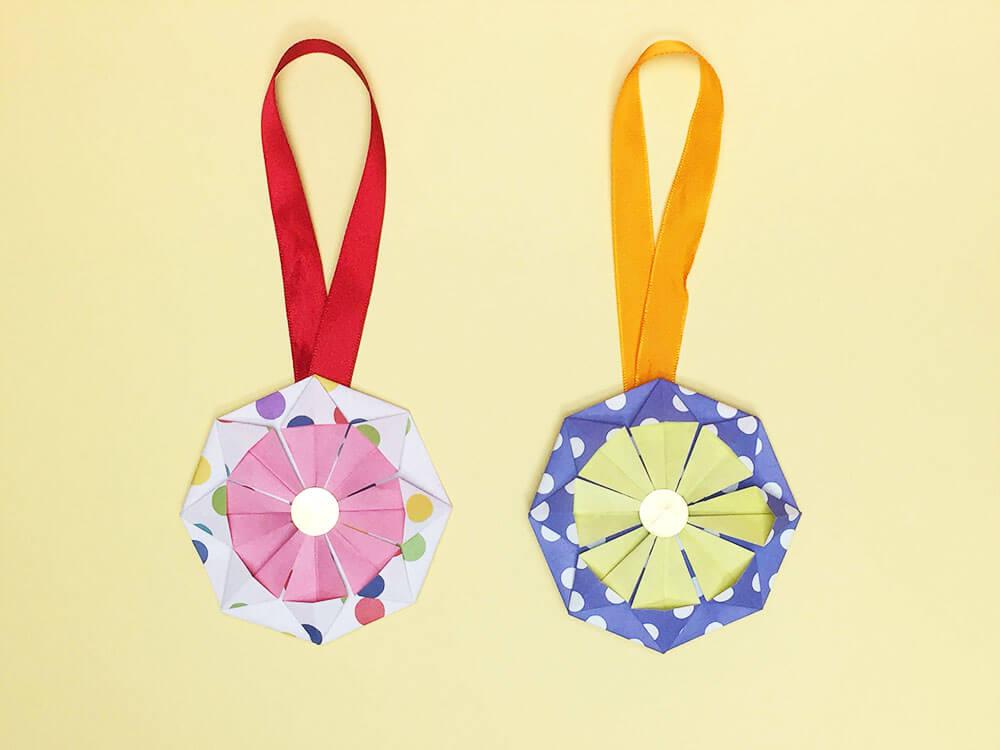折り紙で折ったメダル