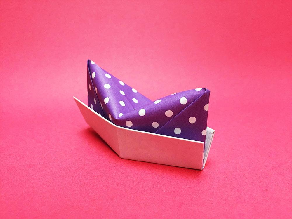 折り紙で折った帽子