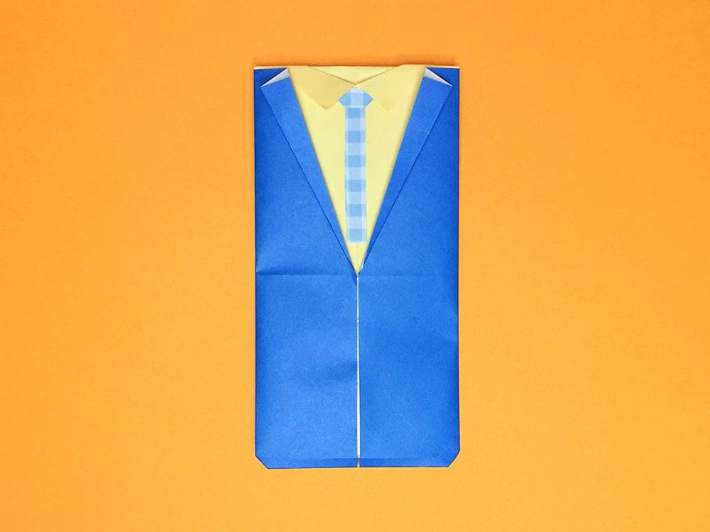 折り紙で折ったスーツの袋