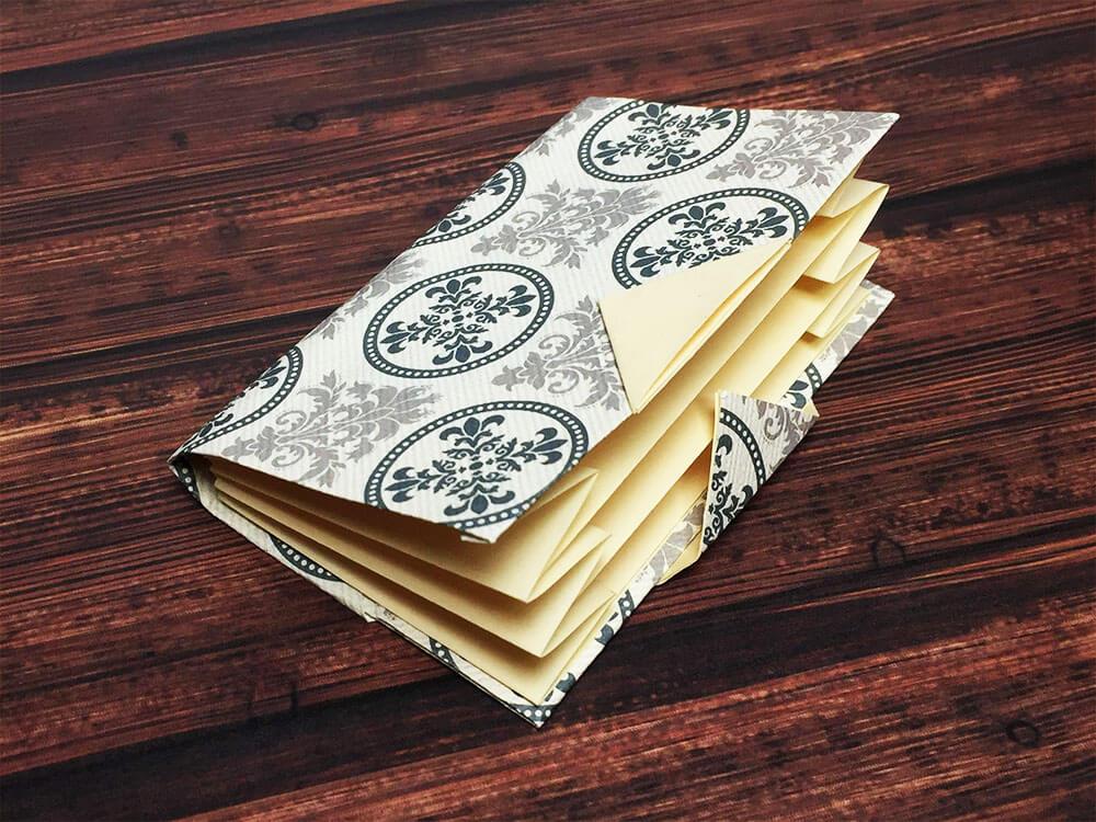 折り紙で折ったカードケース