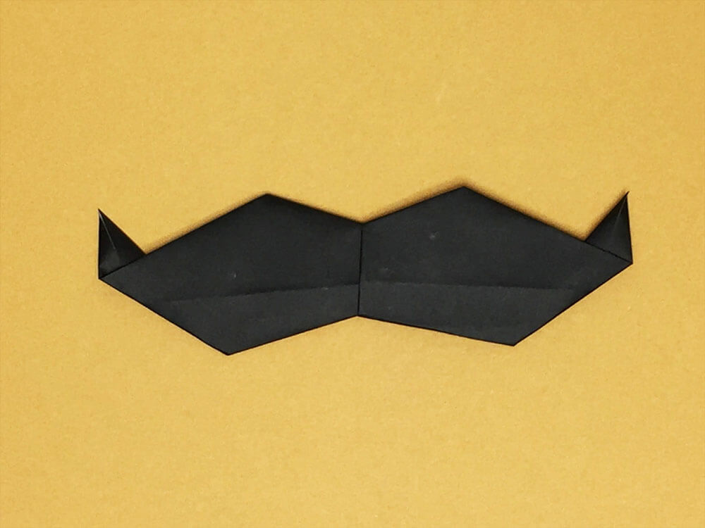 折り紙で折ったひげ