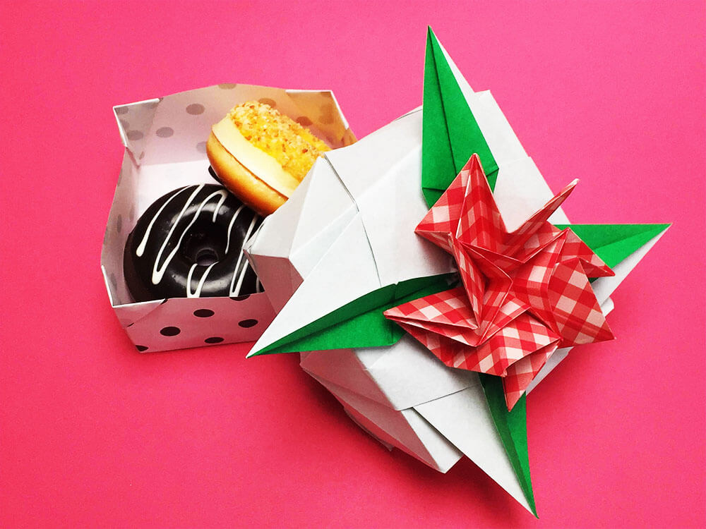 折り紙で折ったカーネーションの箱