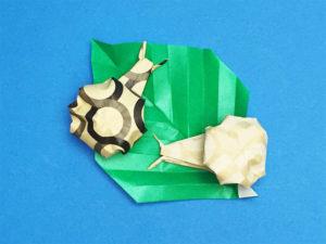 折り紙で折ったかたつむり