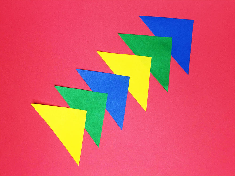 折り紙で折った三角つづり