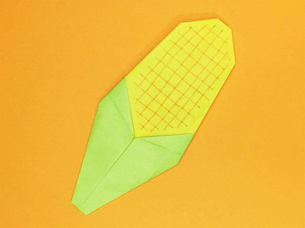 折り紙で折ったトウモロコシ