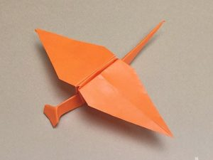 折り紙で折ったトンボ