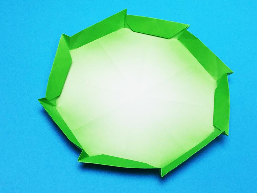 折り紙で折ったハスの葉