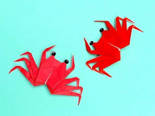 折り紙で折ったカニ