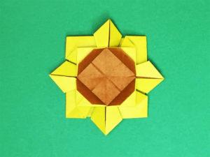 折り紙で折ったひまわり