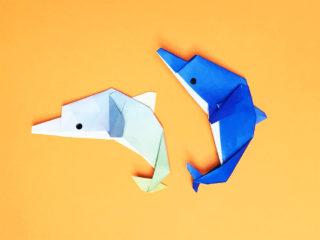 折り紙で折ったイルカ