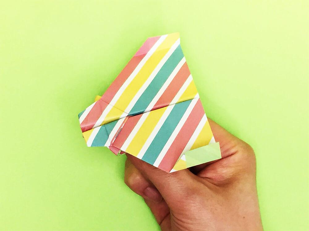 折り紙で折ったポセイドン2号(紙飛行機)