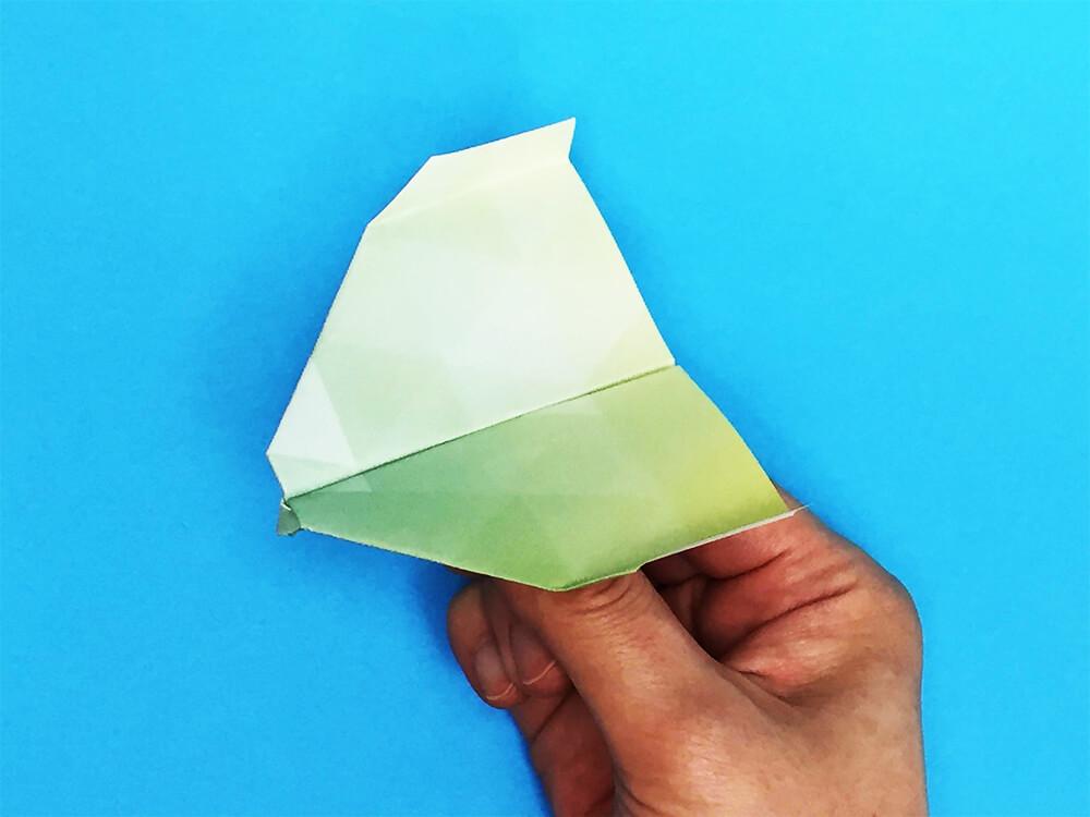 折り紙で折ったスカイキング(紙飛行機)